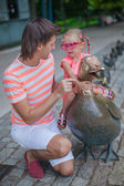 Young happy father with cute daughter in the park have fun — Stock Photo