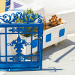 Traditional blue entrance to a Greek house on Santorini — Stock Photo