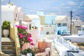 Charmig utsikt över liten by i santorini, grekland — Stockfoto