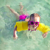Little cute girl with diving in the sea in nice sunglasses — Stock Photo