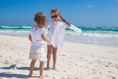 Two little sisters in white clothes have fun at tropical Mexico beach — Stock Photo