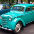Vintage mint car on display at the park — Stockfoto