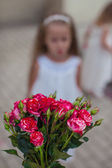Charming bouquet of red roses in woman's hand background the girk — Stock fotografie
