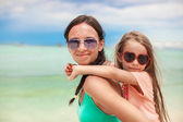 Young mother and her little daughter enjoying beach vacation — Stock Photo