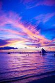Segelboot in awesome Sonnenuntergang in Insel Boracay auf den Philippinen — Stockfoto