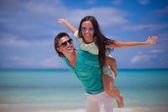 Young couple have fun on white sandy beach — Stock Photo