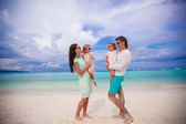 Young beautiful family with two kids looking at each other on tropical vacation — Stock Photo
