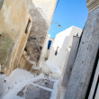 Village houses with old staircases in greek town at Santorini island — Stock Photo