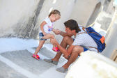 Young father pities his little daughter, who hurt her leg on Greek Street — Stock Photo