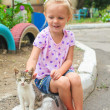 Pretty Little beautiful girl plays with a homeless small kitten — Foto Stock