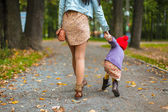 Back view of young mother walking with her little daughter in autumn park — Stock Photo