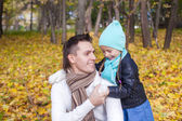 Happy dad and his little girl having fun in the park on a sunny autumn day — Stock Photo