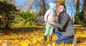 Little girl kissing her father in autumn park — Stock Photo