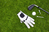 Golf equipment on green grass — 图库照片