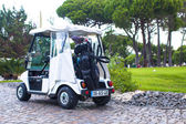 Golf cart on the road in golf-club — Foto de Stock