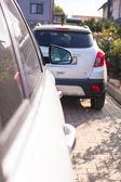 Concentrarsi sull'auto specchio nel cortile — Foto Stock