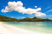 Beautiful turquoise exotic lagoon at Seychelles — Stock Photo