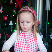 Portrait of little girl baking gingerbread cookies for Christmas in kitchen — Stock Photo