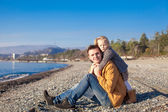 Young father and little girl at the beach on a sunny winter day — Stock Photo