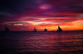 Incredible beautiful sunset with sailboat on the horizon in Boracay island — 图库照片