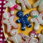 Closeup of a sad burnt Christmas gingerbread — Stock Photo