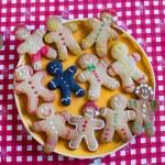Sad Christmas burnt gingerbread man — Stock Photo