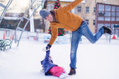 Father with his daughter skates on ice skating in the winter. — Stock Photo