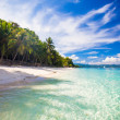 Perfect tropical beach with turquoise water and white sand — Stock Photo