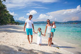 Family of four on beach vacation — Stock Photo