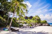 居心地の良い小さなホテル、熱帯のエキゾチックなリゾートに — ストック写真