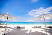 White umbrella at beach background the blue sea — Stock Photo