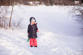 Little girl pulls a sled in warm winter day — Stock Photo