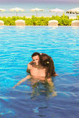 Young loving couple in the swimming pool — 图库照片