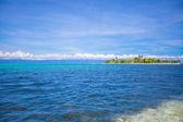 Beautiful tropical uninhabited island at Philippines — Stock Photo