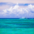 Incredibly clean turquoise water in the sea near tropical island — Stock Photo