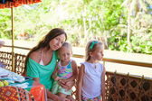 Mom with little girls on the ferry ride to the Philippines Loboc River — Stock Photo