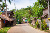 Traditional Filipino village and the road — Stockfoto