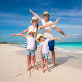 Family of four have fun on caribbean summer vacation — Stock Photo