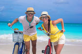 Happy couple with bikes on summer Caribbean vacation — Stock Photo