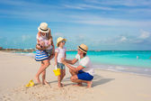 Happy family of four on beach vacation — Stock Photo