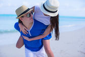Young happy couple have fun during summer vacation — Stock Photo