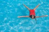 Little adorable girl swimming in the swimmingpool — Stock Photo