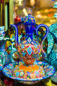 Traditional Turkish ceramics on the Grand Bazaar — Stock Photo
