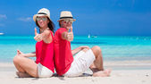 Happy young couple on tropical white beach — Stock Photo