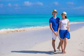 Happy couple have fun during Caribbean beach vacation — Stock Photo