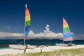 Catamarans on sandy beach. Fiji, South pacific. — Stock Photo