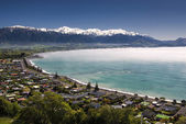 Kaikoura township with clearing morning fog. South Island,New Zealand — Stock Photo