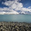 Fresh snow on mountains along Lake Pukaki, New Zealand — Stock Photo