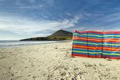 Windbreak used at Northton beach, Toe Head in the background, Isle of Harris, Outer Hebrides, Scotland — Foto Stock