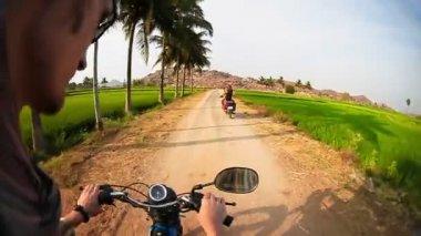Hindistan'da bir motosiklet — Stok video